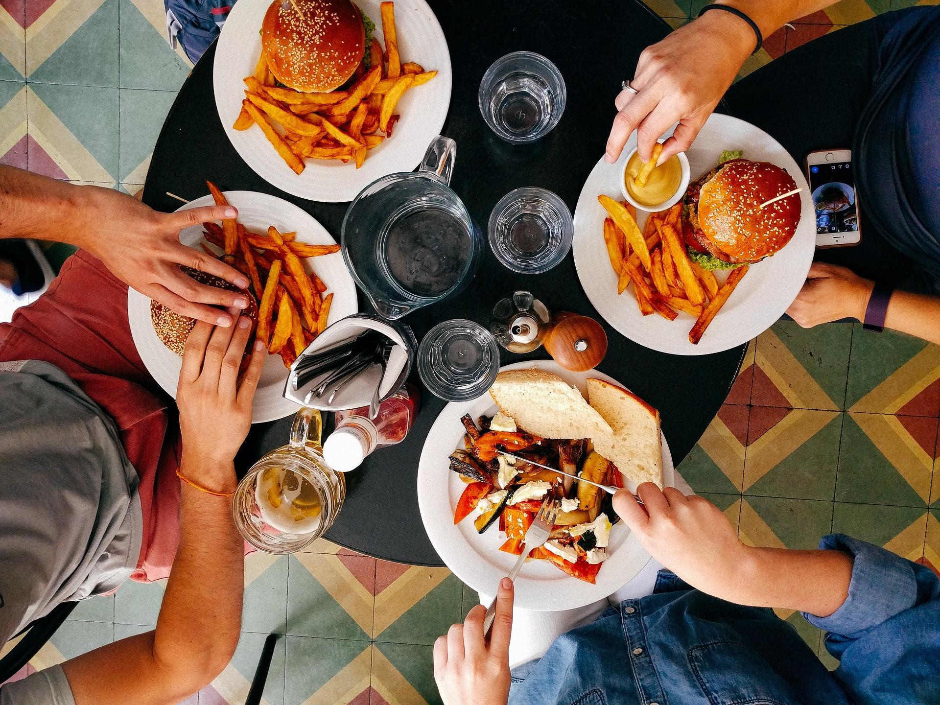 食事中の 水 消化低下