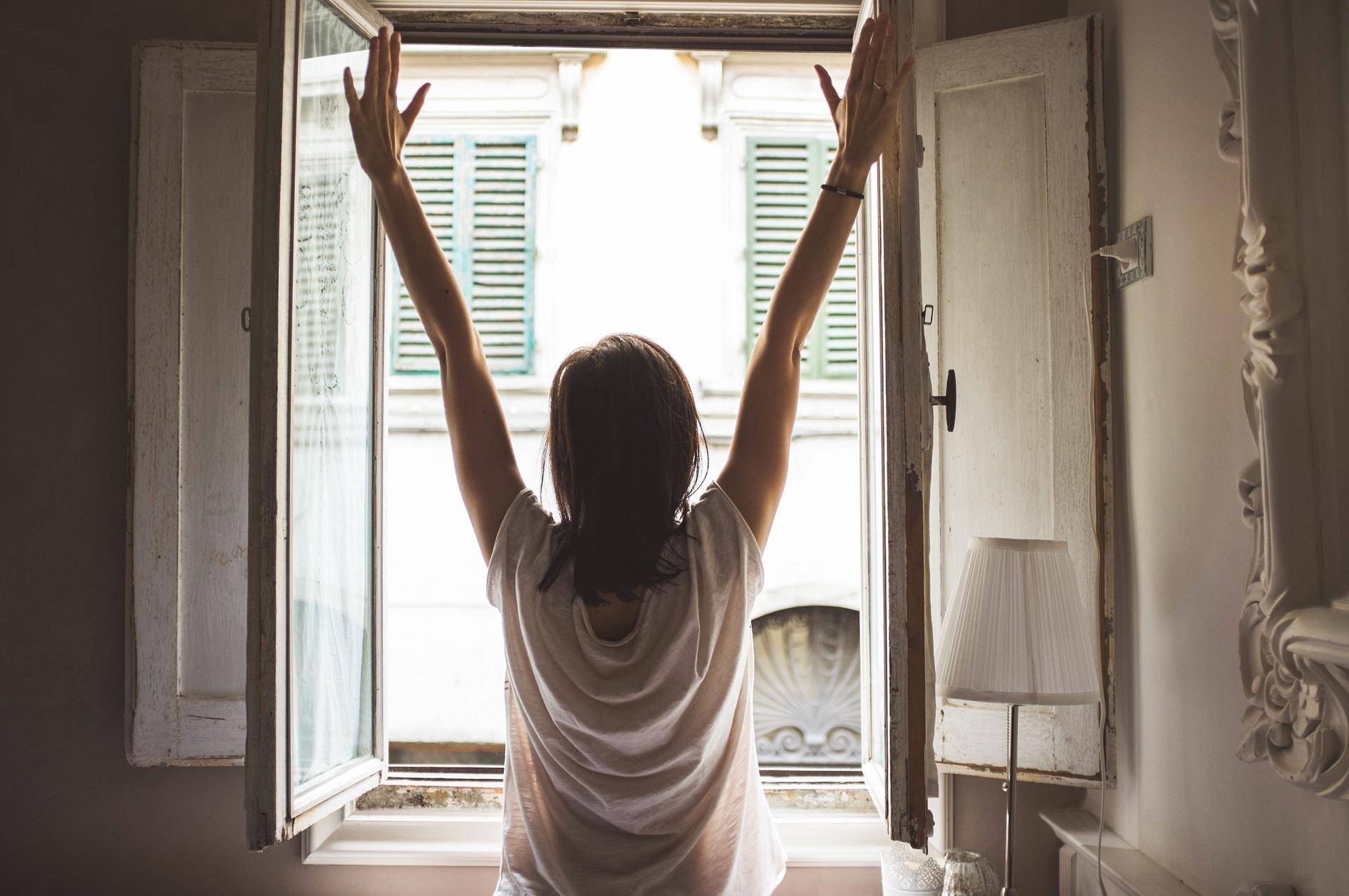 朝 朝日 浴びる
